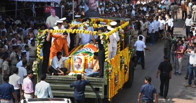 Thousands join Manohar Parrikar in his final journey