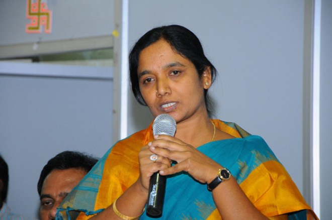 Breaking: Paritala Sunitha warns YSRCP candidate