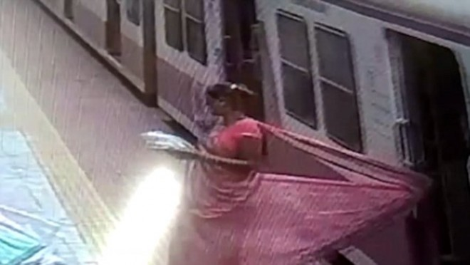 Woman dragged on platform after saree gets stuck in metro door