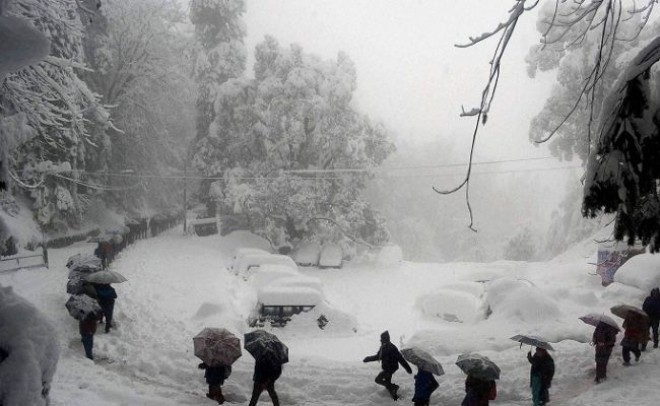 Snowfall and Landslides put life out of gear for hours in J&K