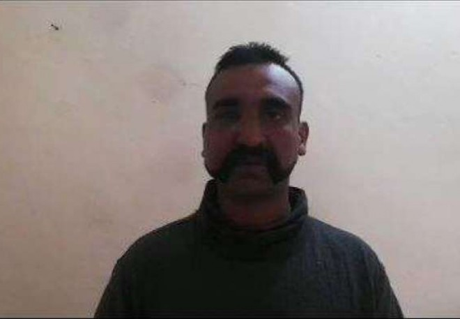 Viral Video:Commander Abhinandan lauds Pakistan Army's professionalism